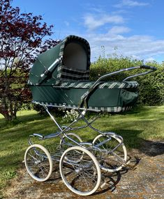 Vintage Pram, Vintage Stroller, Baby Buggy, Dolls Prams, Baby Prams, Baby Carriage, Antique Dolls, Baby Strollers, Car Seats