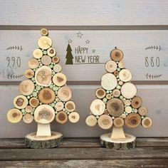 Christmas Wood Crafts, Christmas Decorations To Make, Christmas Projects, Christmas Crafts, Christmas Ornaments, Wood Slice Crafts, Wooden Crafts, Deco Noel Nature, Christmas Drawing