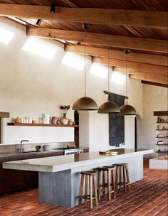 Spanish-Influenced Australian Homestead In The Byron Hinterlands - Copper and corten kitchen designed by Tom and Emma. Concrete bench poured on site by the family builder Forty Four constructions. The Farm, Classic Kitchen, Concrete Kitchen, Concrete Bench, Kitchen Benches, Italian Home, Australian Homes, Kitchen Living, Layout Design