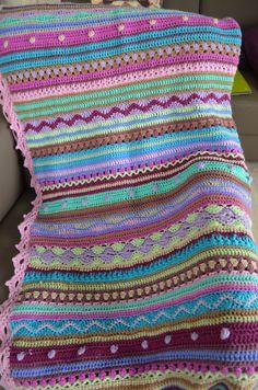 Mijn deken 2014 is klaar. Afmetingen 140 x 200 cm.