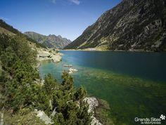 Ce site naturel emprunte une ancienne voie permettant de relier la France à l'Espagne par un vieux pont en pierres. A proximité, on peut admirer la vallée du Marcadau et le cirque de Marcadau, le lac de Gaube, la vallée de Cauterets et la ville éponyme. © CRT Midi-Pyrénées