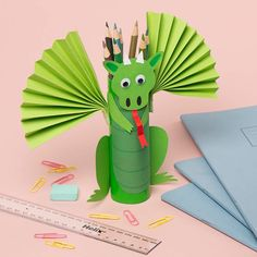 DIY Bastelidee Drache aus Klorolle als Stiftbox - - Brighten up your desk and keep your pens and pencils safe with a fiery dragon pencil pot holder. Toilet Paper Roll Crafts, Paper Crafts For Kids, Diy For Kids, Kids Crafts, Craft Projects, Arts And Crafts, Craft Ideas, Kids Fun, Diy Paper