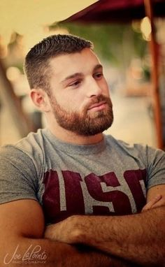 I like your biceps, beard, and man chest. You my friend, are quite handsome. Sexy Bart, Bear Men, Beard No Mustache, Hair And Beard Styles, Hairy Men, Scruffy Men, Attractive Men, Good Looking Men, Facial Hair