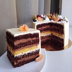 """Если кому интересно, что было внутри тортика на предыдущем фото😀 Наша четвёртая эксклюзивная начинка """"шоколад/апельсин Easy Cake Recipes, Dessert Recipes, Desserts, Bakery Cakes, Pastry Cake, Pastry Recipes, Pretty Cakes, International Recipes, Cheesecake"""