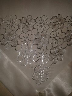 Simple yet really pretty and classy Tambour Embroidery, Embroidery Stitches, Hand Embroidery, Embroidery Designs, Lace Patterns, Knitting Patterns, Gold Work, Flower Making, Hand Stitching