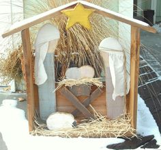 Outdoor Wood Nativity Set Christmas Crafts - I wanna make this! Christmas Manger, Christmas Wood Crafts, Christmas Nativity Scene, Outdoor Christmas Decorations, Rustic Christmas, Christmas Projects, Christmas Art, Christmas Holidays, Nativity Scenes