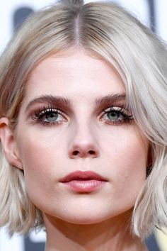 Frisuren The bob by Lucy Boynton at the Golden Globes is the mega hairstyle trend for We take the bob hairstyle as an Inspo for the barber. Lucy Boynton, Strawberry Blonde, Ingrown Hair, Bob Hairstyles, Makeup Inspiration, Hair Trends, New Hair, Hairdresser, Makeup Looks