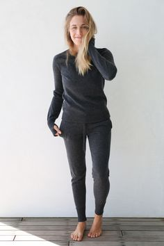 Who knew joggers could be so classy? Part of Lunya's Luxe Collection, The Merino Cashmere Jogger is a blend of luxurious Cashmere and quality Merino wool that won't take you to the cleaners… literally it doesn't need to be dry cleaned. Flattering and functional with pockets to keep you toasty even on the coldest nights. These joggers will seriously upgrade your winter wardrobe especially paired with the matching Cashmere Merino Sweater.   Quality Cashmere Merino Blend Wearab...
