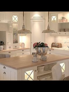 39 ideas for kitchen corner pantry layout islands Kitchen Pantry Design, Kitchen Pantry Cabinets, Kitchen Layout, Home Decor Kitchen, Interior Design Kitchen, New Kitchen, Home Kitchens, Kitchen Island, Kitchen Pics