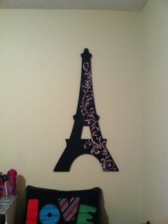 """An Eiffel Tower decoration instead of a headboard!    There is an """"a"""" in this picture,"""