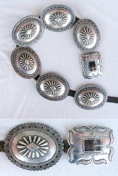 i do love concho belts Ethnic Jewelry, Old Jewelry, Jewelery, Cowgirl Belts, Cowgirl Chic, Vintage Western Wear, Western Style, Concho Belt, Belt Buckles