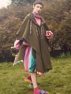 See the complete Mira Mikati Fall 2017 Ready-to-Wear collection.