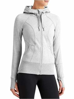 Discover women's sweatshirts that are cozy and stylish. Athleta has sweatshirts for women that fit your lifestyle. Trend Fashion, Sport Fashion, Fitness Fashion, Fashion Outfits, Boy Fashion, Athleisure, Sporty Outfits, Athletic Wear, Sport Wear