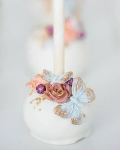 Vintage cake pop by Sweet Avenue Cakery Butterfly Cakes, Butterfly Birthday, Magnum Paleta, Zucchini Cake, Salty Cake, Candy Apples, Savoury Cake, Chocolate Covered, Dessert Table