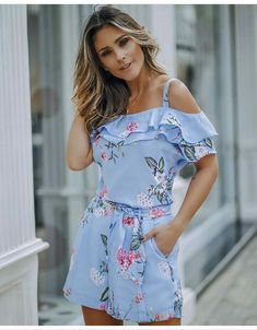 Swans Style is the top online fashion store for women. Shop sexy club dresses, jeans, shoes, bodysuits, skirts and more. Fashion Line, Fashion 2020, Hijab Fashion, Girl Fashion, Fashion Outfits, Womens Fashion, Fashion Trends, Classy Outfits, Casual Outfits
