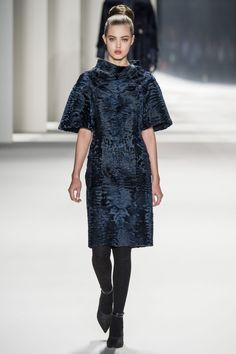 http://www.vogue.de/fashion-shows/kollektionen/herbst-2014/new-york/carolina-herrera/runway/00020h
