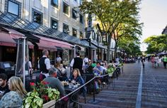 Burlington, Vermont, Church Street downtown with restaurants and tourists outdoors at caf? (Photo by: Education Images/UIG via Getty Images)