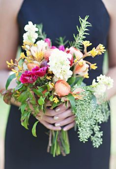 Love this bouquet for a rustic or boho-chic wedding! #weddingbouquet #flowers {Paperlily Photography}