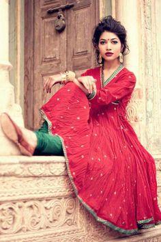 Red kurta rajasthan Green pants under India Fashion, Ethnic Fashion, Asian Fashion, Style Fashion, Churidar, Salwar Kameez, Anarkali, Indian Look, Indian Ethnic
