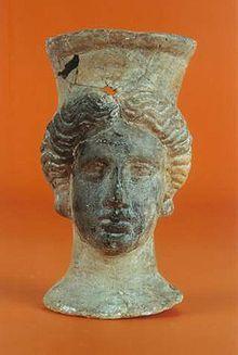 Pebetero contestano hallado en la necrópolis de Lucentum (o Akra Leuké), conjunto arqueológico del Tossal de Manises (provincia de Alicante). Actualmente en el Museo Arqueológico de Alicante.