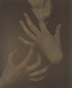 Alfred Stieglitz, Georgia O'Keeffe [Hands with Finger on Throat], c. Alfred Stieglitz, Georgia O'keeffe, York Art Gallery, Dark Portrait, Rivage, Hand Photography, Hand Images, O Keeffe, New York Art
