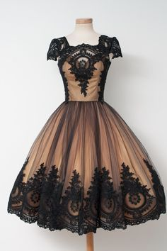 Praline & Caramel dress from Chotronette. It's as if someone joined Victorian aesthetic in a 50s style with a dollop of whimsy.