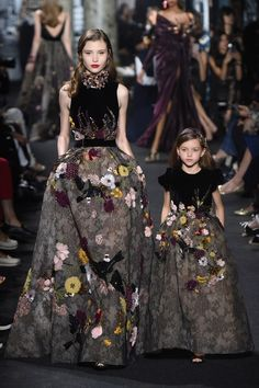 There are Elie Saab fall-winter collection for mothers and daughters. Incredible and irresistible gowns Check others Elie Saab Couture collection on Elie Saab Couture, Haute Couture Paris, Style Haute Couture, Runway Fashion, High Fashion, Fashion Show, Fashion Design, Paris Fashion, Space Fashion