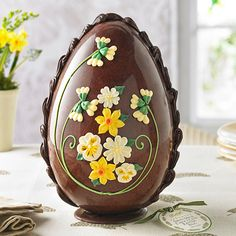 Not only is this Easter egg impressive in its size, but every inch of this seven foot chocolate wonder is being sold off to benefit a UK charity. Easter Egg Cake, Easter Cookies, Royal Icing Decorations, Chocolate Decorations, Chocolates, Easter Egg Designs, Un Cake, Easter Chocolate, Easter Celebration