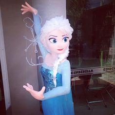 Piñata de Elsa Frozen Birthday Party, Frozen Party, Birthday Parties, Frozen Pinata, Power Ranger Birthday, Frozen Theme, Ideas Para Fiestas, Elsa Frozen, Classroom Decor