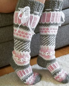 Yhdessä itse tehden: Anelmaiset Crochet Socks, Knitting Socks, Hand Knitting, Knitting Patterns, Knit Crochet, Yarn Thread, Cute Socks, Wool Socks, Stockings