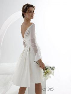 for the courthouse - short sheath dress with a light train, in silk taffeta, with a detachable bolero in silk chiffon ||| Le Spose di Gio