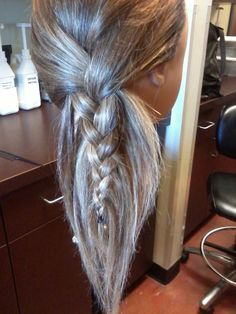 Feather-style Braid!! this is sooo cute but scary at the same time!! it just a head floating in the air!! hahaha