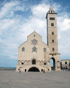 La cattedrale di Trani in Puglia. Italia