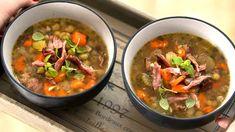 Polévky   Recepty na krémové polévky či recepty na silný vývar Pho, Thai Red Curry, Chili, Soup, Beef, Ethnic Recipes, Meat, Chile, Soups