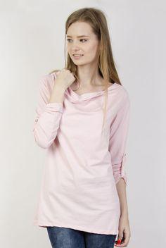 Różowa bluzka z dekoltem i podwiniętymi rękawami