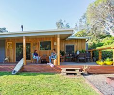 Renovating a classic 1950s beach shack gave these sea changers a lifestyle they love. Weatherboard House, Queenslander, Surf Shack, Beach Shack, Fishing Shack, Sweden House, House Makeovers, Home Exterior Makeover, 1920s House
