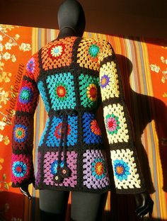 """Granny Square Sweater - CROCHET - Granny Square Sweater - The Ultimate Circles To Squares Design In 32 Colors Of The RainbowThis psychedelic granny """"circles to squares"""" cardi Crochet Bolero, Fingerless Gloves Crochet Pattern, Crochet Cord, Crochet Shirt, Crochet Jacket, Crochet Hats, Granny Square Sweater, Granny Square Häkelanleitung, Granny Square Crochet Pattern"""