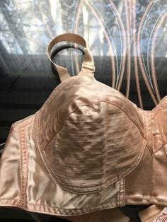 Vintage Lingerie Unworn Dead Stock Vintage Copa by Arrow Peach Pink Satin Bullet Vintage Bra, Vintage Underwear, Vintage Shoes, Retro Vintage, 40s Fashion, Vintage Fashion, Womens Fashion, Lingerie Retro, Retro Outfits