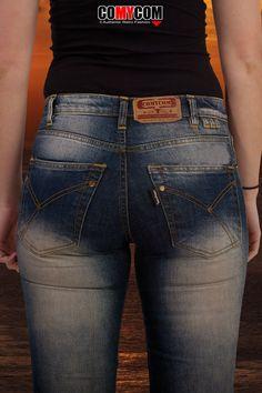 Ausgefranste kurze Damen Blue Jeans Hose Stretch Shorts verwaschen mit Sternen