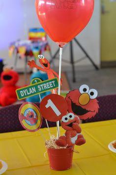 Elmo Table decoration / center piece made by Elmo Birthday Cake, Kids Birthday Themes, Baby Boy First Birthday, Boy Birthday Parties, 2nd Birthday, Sesame Street Party, Sesame Street Birthday, Elmo Decorations, Sesame Street Centerpiece