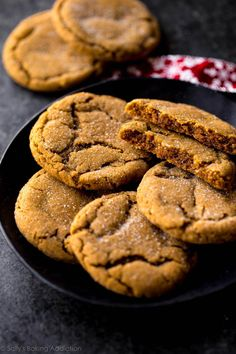 These seriously soft molasses cookies are the most tender and chewy gingersnap cookies around! A must-make recipe for your Christmas cookie platters. Ginger Molasses Cookies, Ginger Snap Cookies, Köstliche Desserts, Delicious Desserts, Dessert Recipes, Healthy Desserts, Yummy Food, Tasty, Recipes