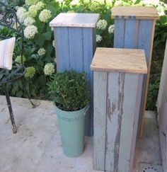 Idea for how to mount heated bird bath for winter. Pedestals from pallet or old fence wood...great for patio, birdbath stand.