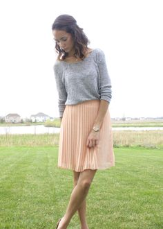 Pink pleated skirt, gray h&m top, baublebar necklace, shoulder length hair, spring outfit 2014