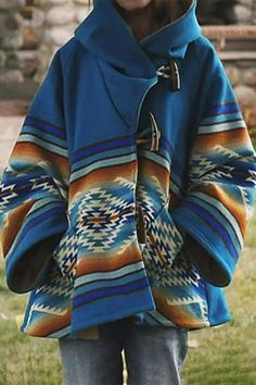 Poncho Coat, Blue Coats, Casual T Shirts, Types Of Sleeves, Chic Outfits, Hooded Jacket, Winter Outfits, Westerns, My Style