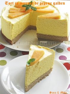 Melon mousse cake ~ colors of plate No Cook Desserts, Delicious Desserts, Yummy Food, Dessert Drinks, Dessert Bars, Pie Co, Cake Recipes, Dessert Recipes, Cooking Chocolate