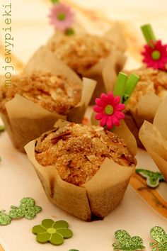 Muffins with pineapple