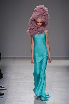 Gareth Pugh Spring 2014 Runway Show | Paris Fashion Week