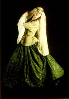 Traditional Fashion, Traditional Dresses, Persian People, Turkish People, Belly Dancing Classes, Iranian Women Fashion, Persian Culture, Folk Costume, Costumes