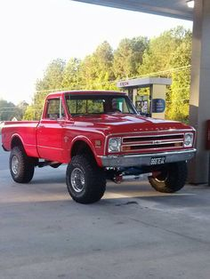 Sweet! I sure as hell can picture my future honey having a truck like this.