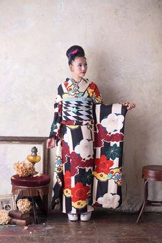 . Traditioneller Kimono, Kimono Japan, Kimono Fabric, Traditional Kimono, Traditional Fashion, Traditional Dresses, Japanese Fabric, Japanese Kimono, Geisha